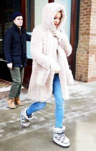 https://www.whowhatwear.com/what-was-she-wearing-kate-hudson-jimmy-choo-moon-boots-2016